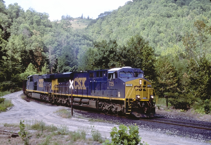 C640 pulls around the curve at Jim Hill, Ky., just below the mine.