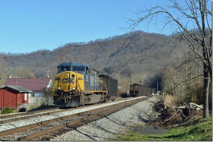 CSX Engine 386 grabbed this one tub off T207-26. Maybe it was a bad order. Henlawson WV. View 3.