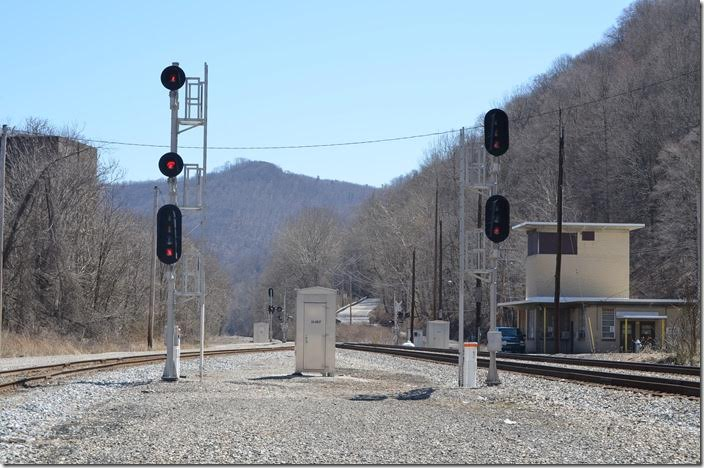CSX Signals and old yard office at the east end of Handley.