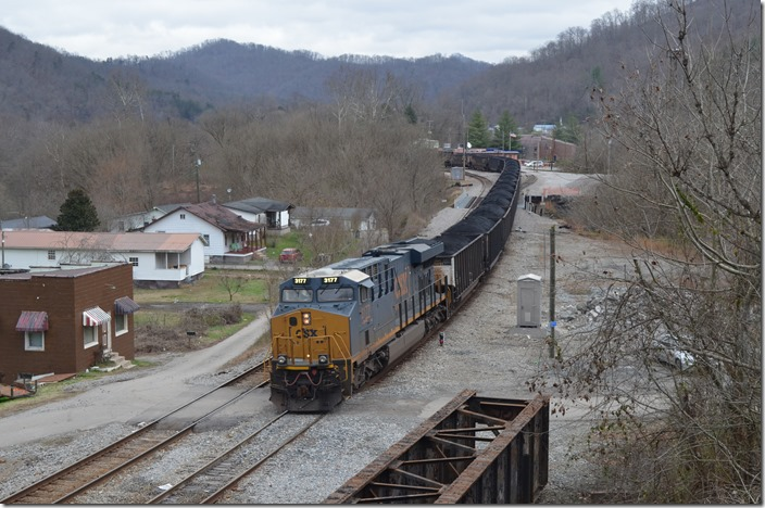 CSX 3177 departing Shelby. T007-27 (McClure Mine VA – Ceredo KRT) departs with 98 loads. He will pick up an engine at Paintsville, but will have a clear shot to BS Junction.