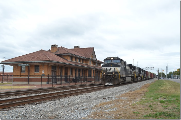 NS 9226-9194-2708 head s/b freight 385-04 (Birmingham-Mobile) with 31 loads and 28 empties. Bessemer AL.