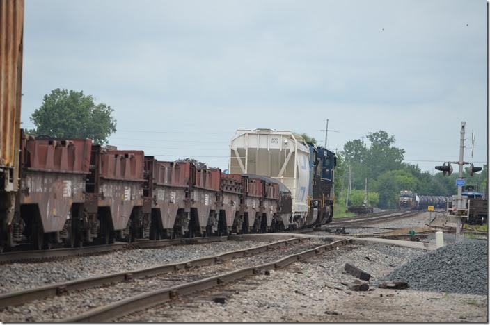 Another e/b waits in the distance. CSX 7893-4828. Marion OH. View 2.