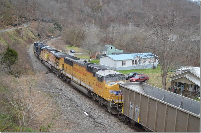 The trail was composed of SRLX and TILX aluminum rapid-discharge hoppers. UP 2454-6443-CSX 974. Shelby.