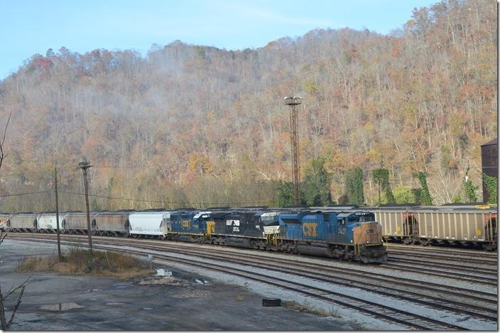 Q698 pulling up to the east end of the yard for a crew change. CSX 4849-9893-2760. Shelby.