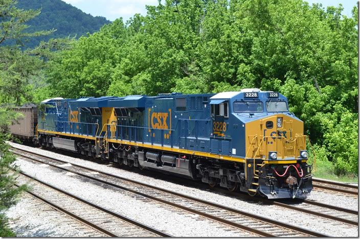 CSX ES44AC 3228-3227. Shelby. View 2.