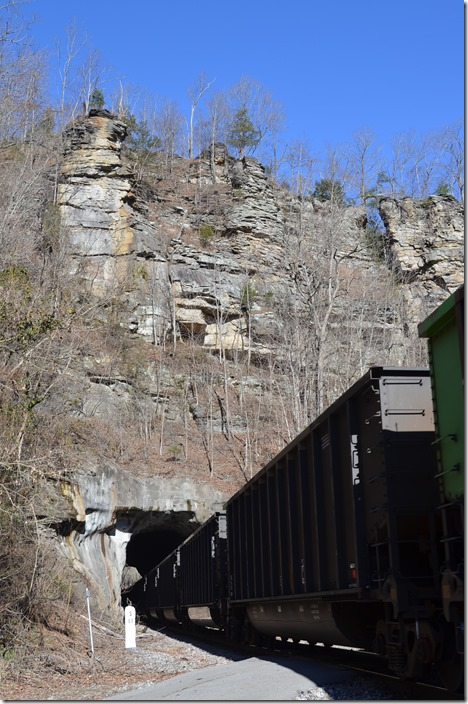 CSX 29 at Virgie tunnel - view 2.
