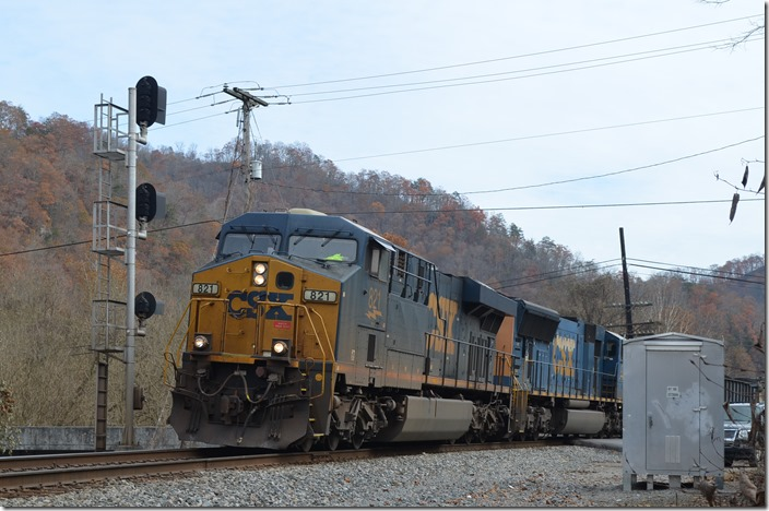 CSX 821-4715 n/b F896 (Shelby Pool Turn) at the East End of Marrowbone passing siding.