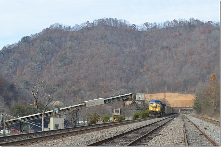 CSX 318-121 on s/b U348 (Sylvester, WV – Pennyroyal, SC) with SCWX (Santee Cooper) loads.