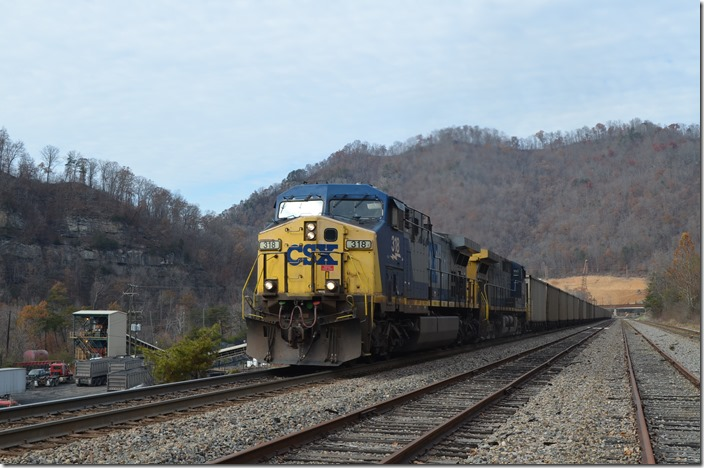 CSX 318-121 on s/b U348 (Sylvester, WV – Pennyroyal, SC) with SCWX (Santee Cooper) loads. View 2.