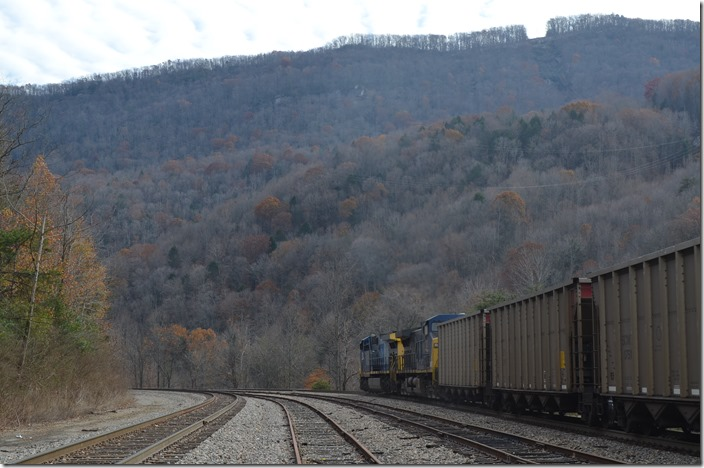 CSX 318-121 on s/b U348 (Sylvester, WV – Pennyroyal, SC) with SCWX (Santee Cooper) loads. View 3.