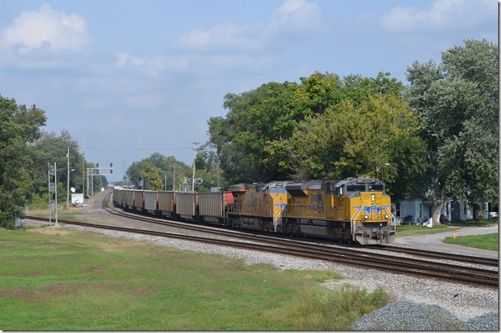 E966 (Terre Haute–St. Louis) behind UP 8807-7485 is an empty AERX (Ameren) coal train.