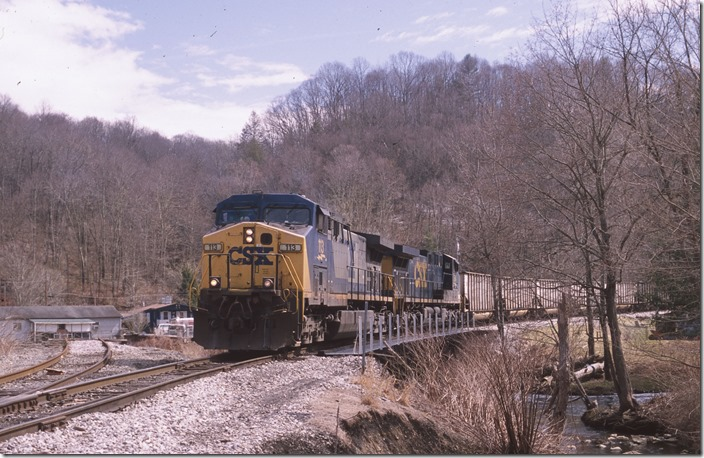 CSX 113-564 negotiate the connector between the RSW&WG and the Piney Creek.