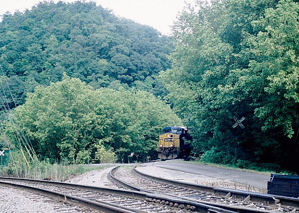 C868 stops to get blocks to continue over the Coal Run SD to Coal Run Yard.