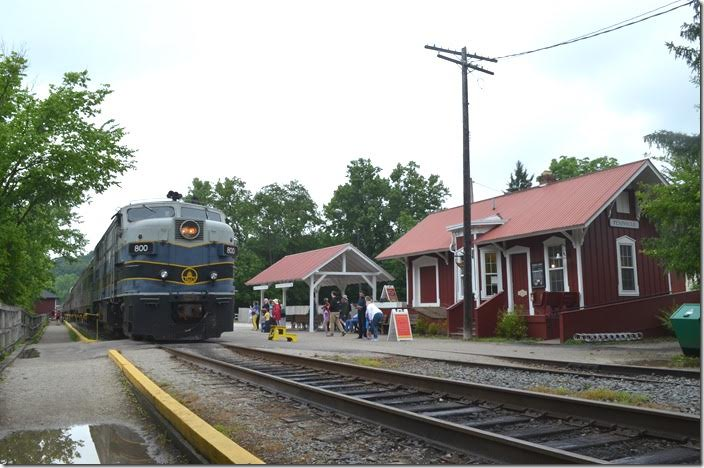 On Saturday morning 06-23-2018 we headed over to Peninsula to photograph the first southbound run. B&O 800. Peninsula OH.