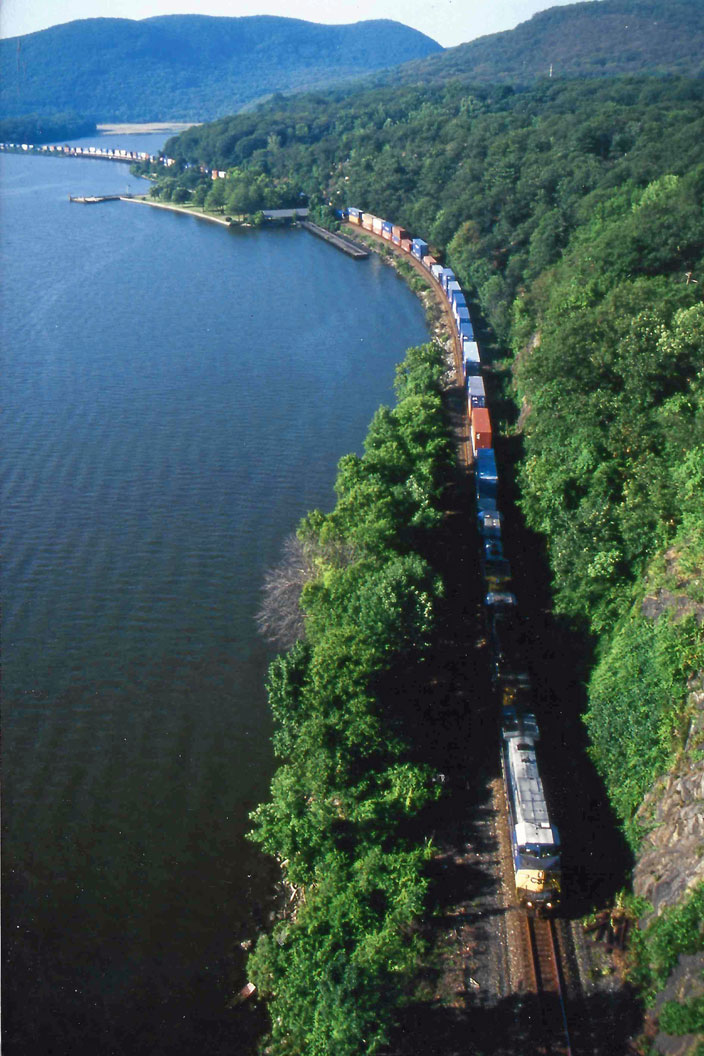 No date. CSX stack 2613 strung out on the Hudson River as it ducks under a bridge.