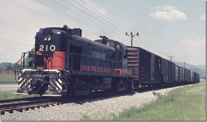 ET&WNC RS-3 210 switching the Beaunit Mills rayon plant in Elizabethton on 05-14-1973.
