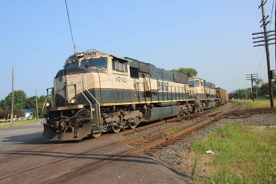 BN-SF 9782 and 9862 rolling across the diamond.