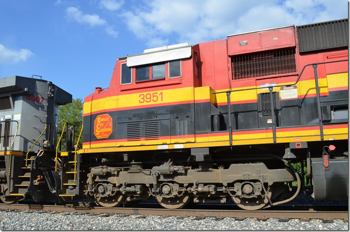 KCS SD70ACe 3951 Page OK. View 2.