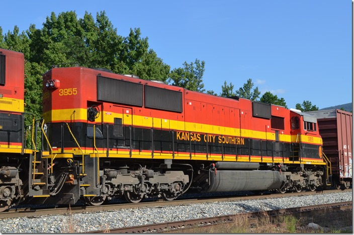 KCS SD70MAC 3955 is ex-TFM 1655 and was built in 2-2000. Page OK.