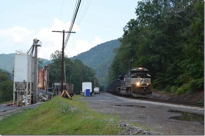 Westbound U60 coming by the explosives distributor at Leetown. NS 2665 Leetown.