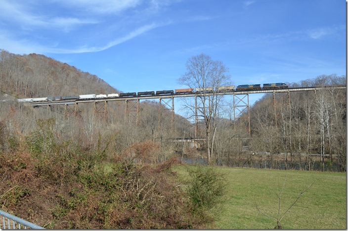Q698 from the viewing wayside along US 23 at Copper Creek trestle. View 2.