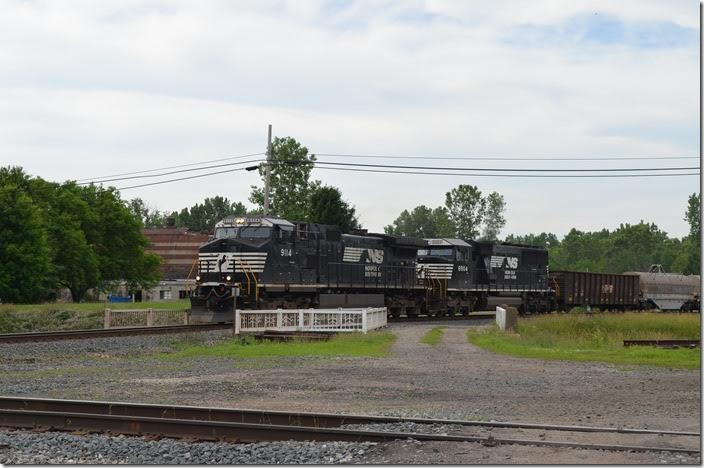 NS 9114-6904 approach the CFE diamond with 18M-20 (Elkhart IN to Linwood NC). Today's 18M has 51/28. A small segment of the old T&OC East Division going northwest to an aggregate business at Spore is still served by the CFE. Colsan OH.