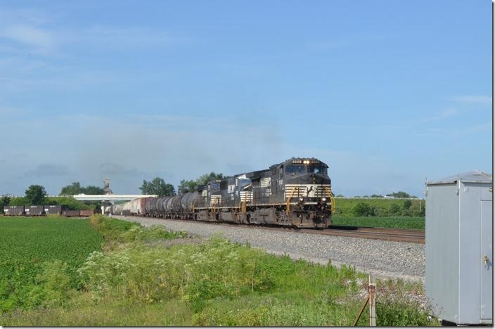 Good ol' 174 (Macon-Elkhart) behind NS 9112-6759-9391 hustles w/b under US 23 at Harvey OH, a few miles north of Marion OH. This was the third time we caught 174. 06-21-2015. Harvey OH.