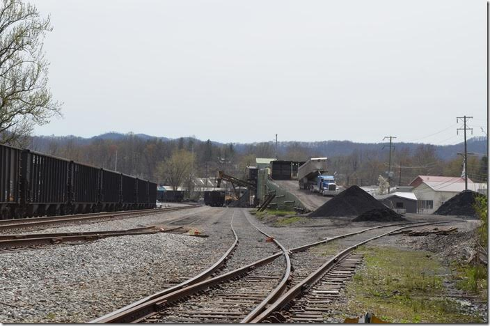 Four Rivers Coal is a small operation that caters to industrial customers. Their outlet tracks have a capacity of 10 + 10. Four Rivers Coal tipple Middlesboro KY.