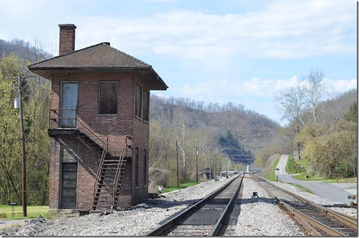 Former L&N interlocking tower at Baxter KY. Loyall Yard is around the curve in the distance. The switch on the right is for the Poor Fork SD to Cumberland where the Lynch 3 mine is active. CSX tower Baxter KY.