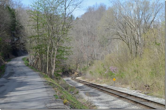 Looking north toward Corbin KY at MP 232. The CV was double track until the '60s. CSX MP 232 Wallins KY.