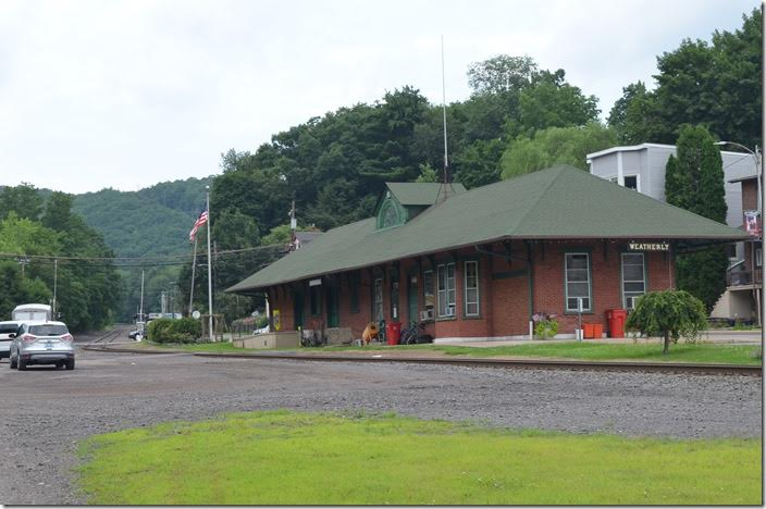 Weatherly depot is now the police department. This view looking west toward Hazleton and Ashmore illustrates that the grade is 2.7 percent climbing put of the Lehigh River to the plateau at Ashmore. Weatherly is m.p. 4.3 on the branch. ex-LV depot. Weatherly PA.