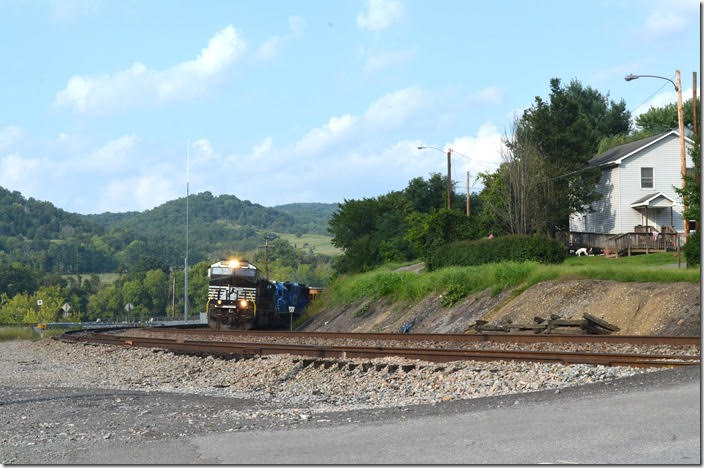 I heard a westbound on the Christiansburg Dist., and that was confirmed by a green signal at Glen Lyn. Soon NS 8088-7264-CEFX 6019 rumbled around the curve with 189-26 (Crewe, VA to Portsmouth, OH) and 54 loads/48 empties. Glen Lyn VA.
