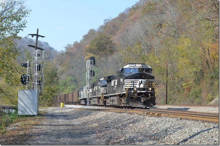 NS 9396-9839-4004 on No. 776-30 e/b (Consol Bailey Mine, PA to Hyco NC) with 100 PGNX loads. This train runs via Shire Oaks, Pittburgh, Conway, Alliance, Crestline, Bucyrus, Columbus, Williamson, Roanoke, Vabrook to CP&L's Hyco power plant. NS 9396-9839-4004. Arrow WV.