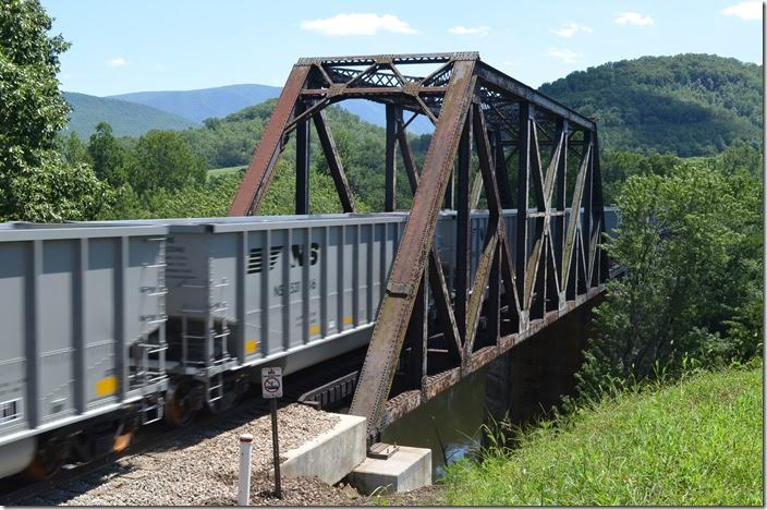 103 brand new Freight Car America tubs belonging to class G119. The truss bridge was built by Virginia Bridge & Iron Co. 100 years ago! NS bridge Natural Bridge.