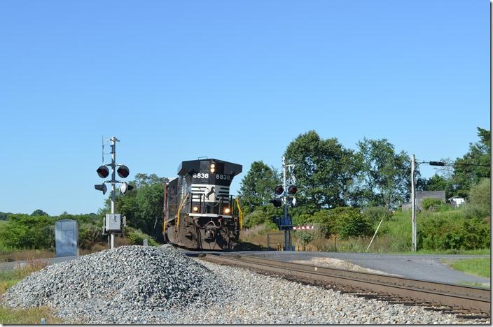Rather than take the C&OHS tour from Staunton to Clifton Forge, I spent the day on the old N&W Shenandoah Div. NS Waynesboro local V88 pulls out of an industry at Lofton VA, before heading back north to Waynesboro. Friday, 07-31-2015. NS 8838 Lofton.