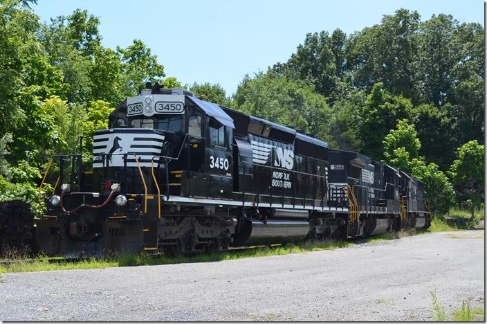 NS SD40-2 3450 is ex-CEFX, nee-UP acquired in 2011. Waynesboro