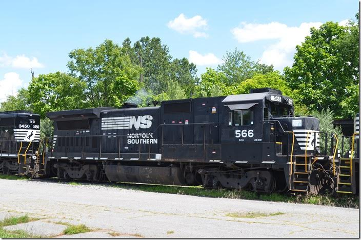 NS Dash 8-32B 566 was renumbered from 3566. Waynesboro.