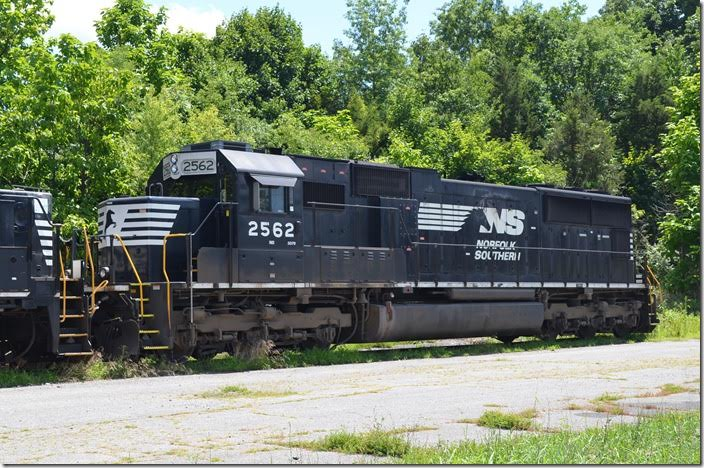 NS SD70 2562. Waynesboro.