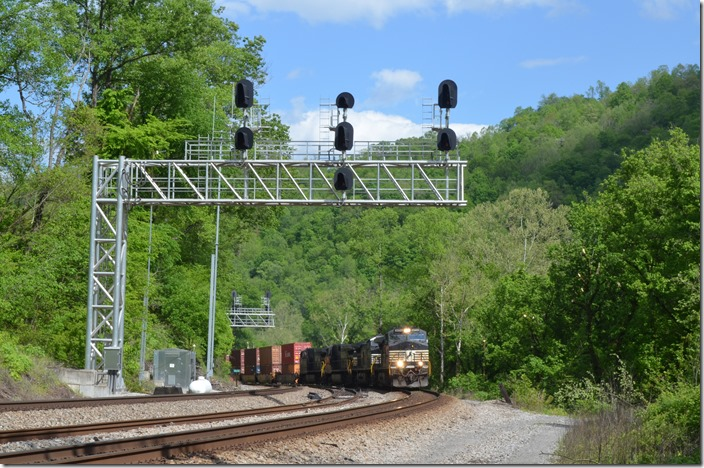 NS 9554-4183-9605-4191 lead w/b intermodal 233-06 (Norfolk – Chicago-Landers) at White WV.