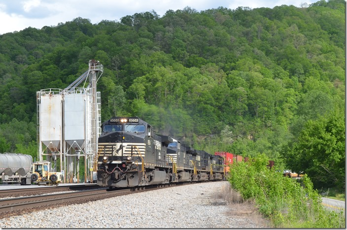 NS 9554-4183-9605-4191. I guess 233 got a crew change at Williamson. I was able to get another shot west of town on the Kenova District at Goodman WV.
