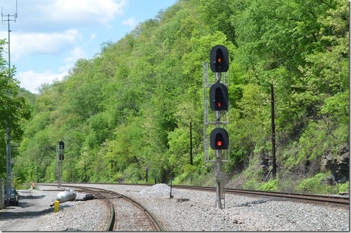 "NS approach signal at ""Arrow"" (Delorme WV). Delorme Branch to Freeburn and Phelps KY diverging on left. 05-07-2020."