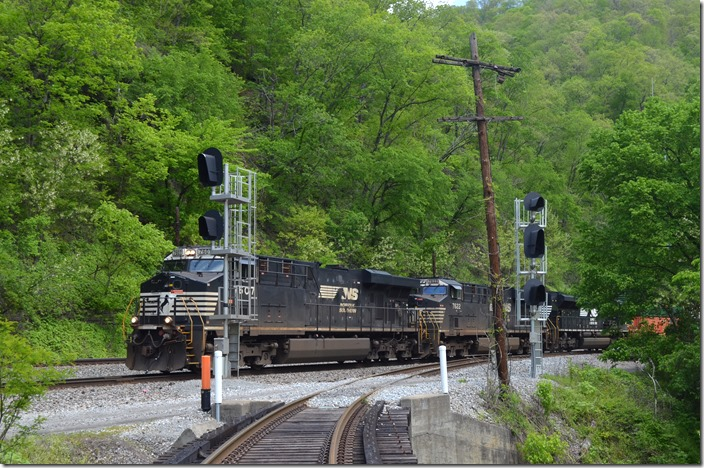 NS 7607-7622-111 on w/b intermodal 217-06 (Charlotte to Chicago-Calumet). Arrow WV.