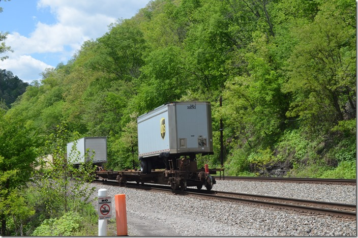 NS 7622. Arrow WV. UPS is a big customer on this train.