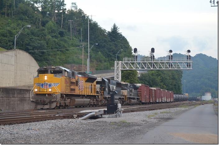 No. 195 heads for Portsmouth, OH. UP 8764-6715-1009. Williamson WV.