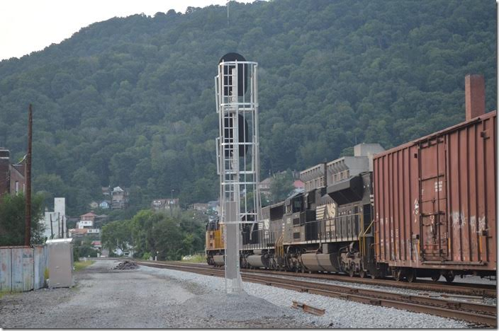 No. 195 heads for Portsmouth OH. UP 8764-6715-1009. View 2. Williamson WV.