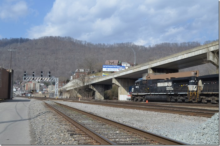 The new signals at the west end cover all outlets in one location. NS 8974. Williamson WV.