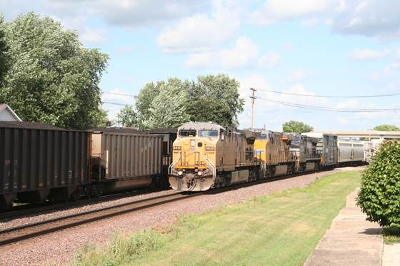 UP 6820 - UP 8018 - NS 9374 mixed freight