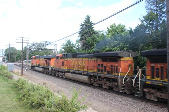 BNSF 5186 smoking heavily