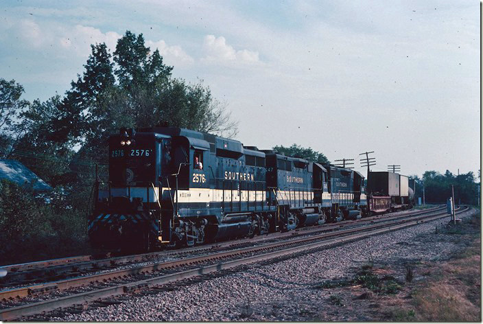 W/b freight 112 behind Southern 2576-2647-2668 touches BN rails with 27 cars heading to East St. Louis. 09-26-1981.