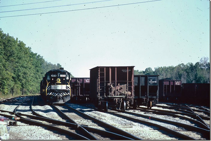 Southern 3816 pulls into Oakland City yard. 09-23-1981.